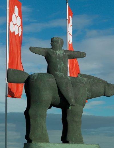 Kobe - De Grote Aanvoerder (The Great Captain) - 1997 - Bronze - 450 x 500 x 100 cm - The Phoebus Foundation © The Phoebus Foundation