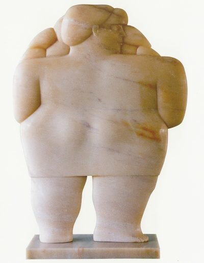 Kobe - Bloemenmeisje (Flower Girl) – 1994 – Private collection – Marble (Rosso Portugal) – 50 x 36 x 10 cm – © Robinsons Art Gallery
