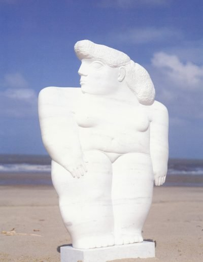 Kobe - Nanette (Girl) – 1993 – Private collection – Marble (Bianco Carrara) – 75 x 60 x 10 cm (base 11 x 32 x 15 cm) – © Robinsons Art Gallery