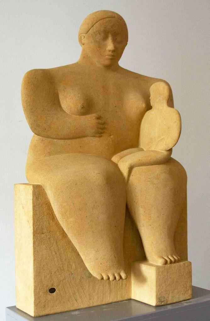 Kobe - Moeder en Kind (Mother and Child) - 1998 - Sandstone - 100 x 63 x 23 cm - copyright Robinsons Art Gallery